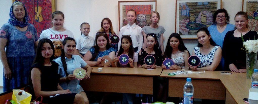 В рамках благотворительной акции «Белый цветок» прошла встреча учебно-воспитательной группы «Ника» со студентами 3 курса Бирского филиала БГУ
